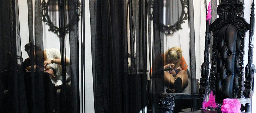 Flirty-Girl-Lash-Studio-eyelash-apply